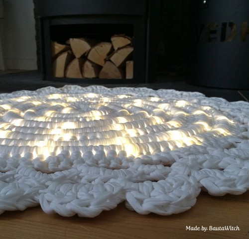 DIY-Crochet-Illuminated-String-Light-Rug (13)