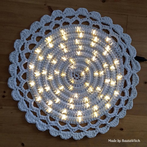 DIY-Crochet-Illuminated-String-Light-Rug (6)