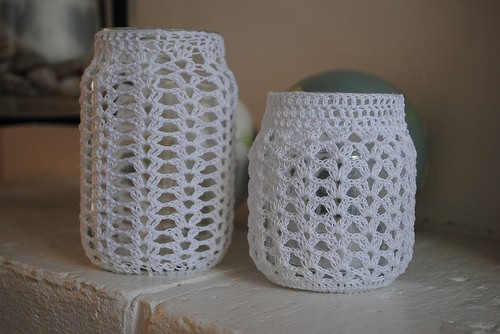 Frascos de vidrio forrados al crochet