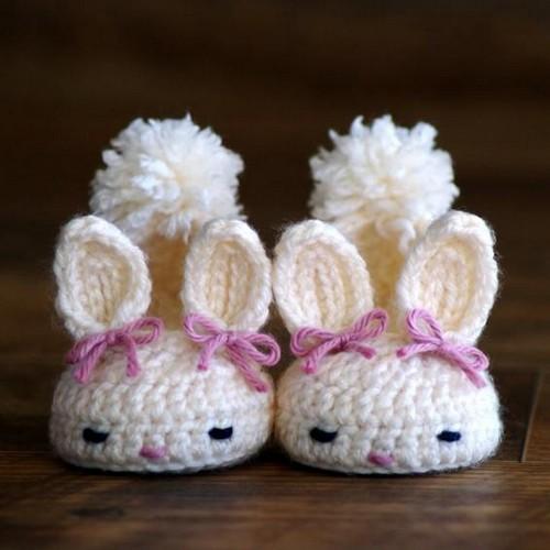 zapatos conejitos crochet