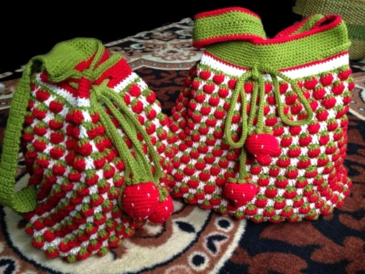 Crochet-Strawberry-Backpack-DIY-Tutorial-512x384