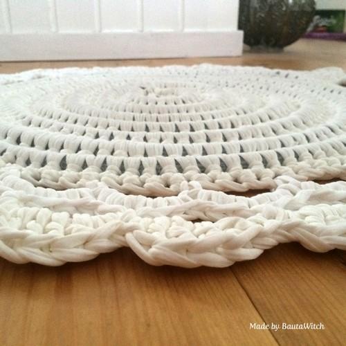 DIY-Crochet-Illuminated-String-Light-Rug (11)