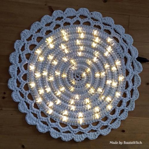 DIY-Crochet-Illuminated-String-Light-Rug (6)